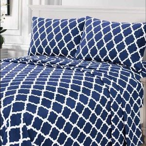 ⭐️SALE⭐️King 4pc Navy Arabesque Bedsheets